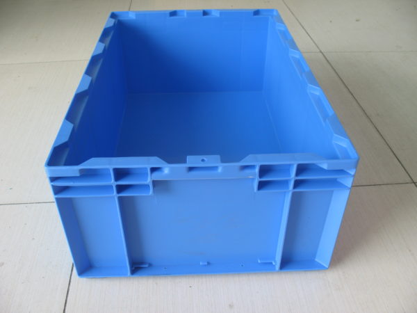 sale on storage totes